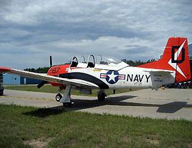 北美 T28C型教练攻击机