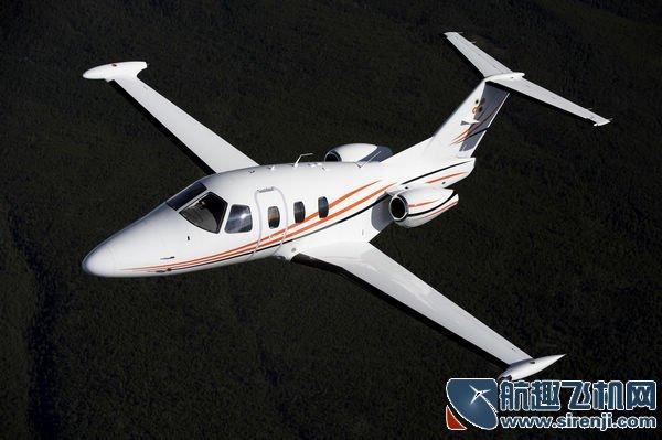 飞机测评 正文    最大起飞重量:2719千克   最大降落重量:2540千克