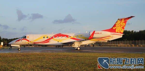 成龙和赵本山私人飞机抵达亚洲公务航空展