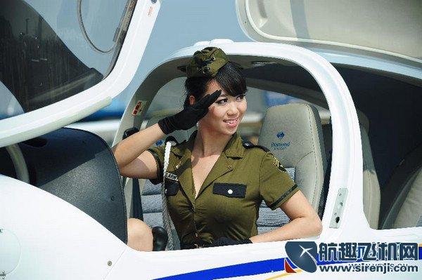 飞机配美女 珠海航展美女飞行员惹关注