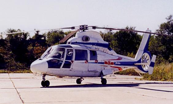 """直-9 1980年,在国民经济困难、""""军队要忍耐""""的时代背景下,为满足直升机需求,中国以""""技贸结合""""的办法,引进了法国""""海豚""""直升机生产专利。当时,直5停产,多个直升机型号夭折,国家急切需要新的直升机。通过企业自筹资金、贷款经营、技贸结合的形式引进先进技术,无疑是一次新的发展机制的探索。其中,传动系统由东安负责制造生产。 """"工厂累计贷款2000多万美元。那时,全厂职工一年工资总额才500万元人民币。可见工厂的决心多么大!"""