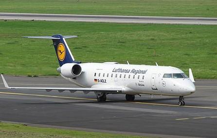 固定翼私人飞机主要包含活塞式飞机和喷气式飞机.