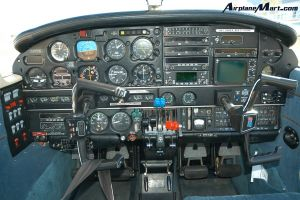 Piper PA-44 Seminole的仪表板