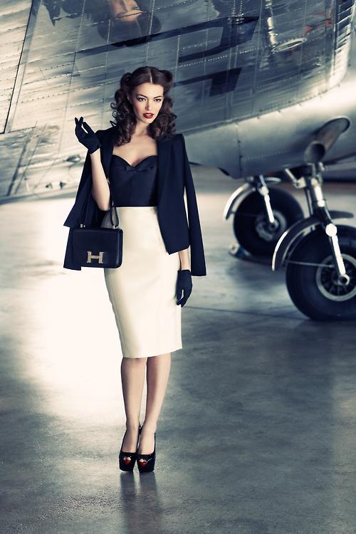 优雅美女与飞机邂逅